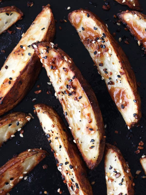 Crispy outside and creamy inside, these toaster oven baked potato wedges taste better than takeout and are so easy to customize. Potato Recipes | Toaster Oven | Potato Wedges