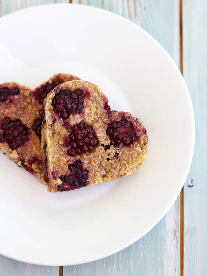 Blackberry Peach Oat Cookies. A simple fruit-based cookie recipe made with oats, coconut, peaches, blackberries and no added sugar!