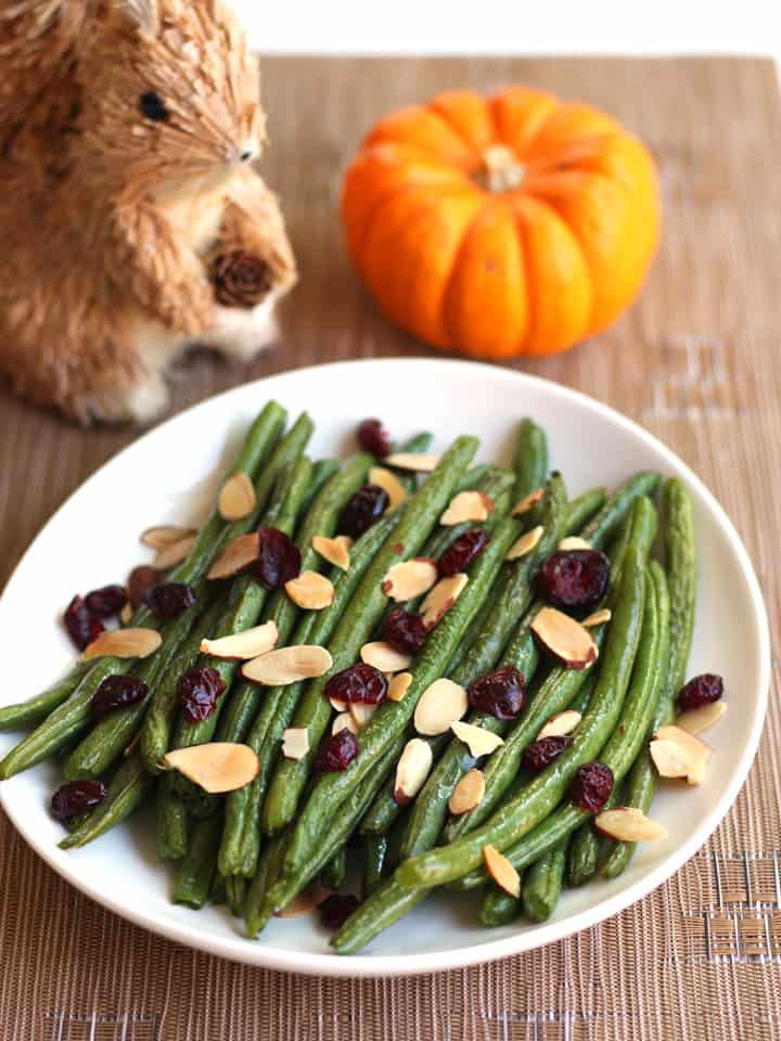 Want to add a little green to your holiday dinner but can't fit another pan in your overstuffed-with-turkey oven? Let your mighty little toaster oven do all the work with this recipe for Toaster Oven Roasted Green Beans.