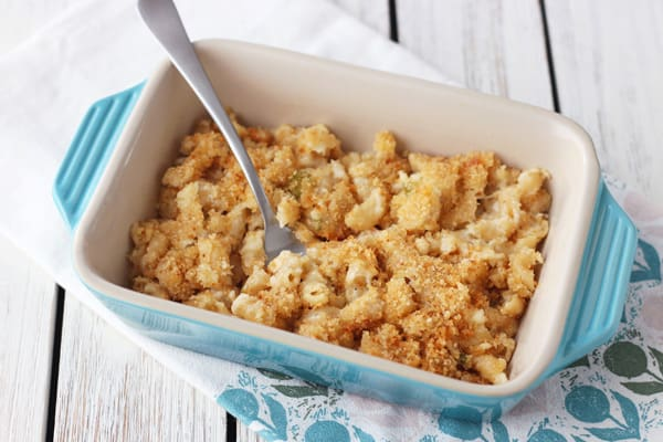 Macaroni and cheese with breadcrumbs in a blue baking dish